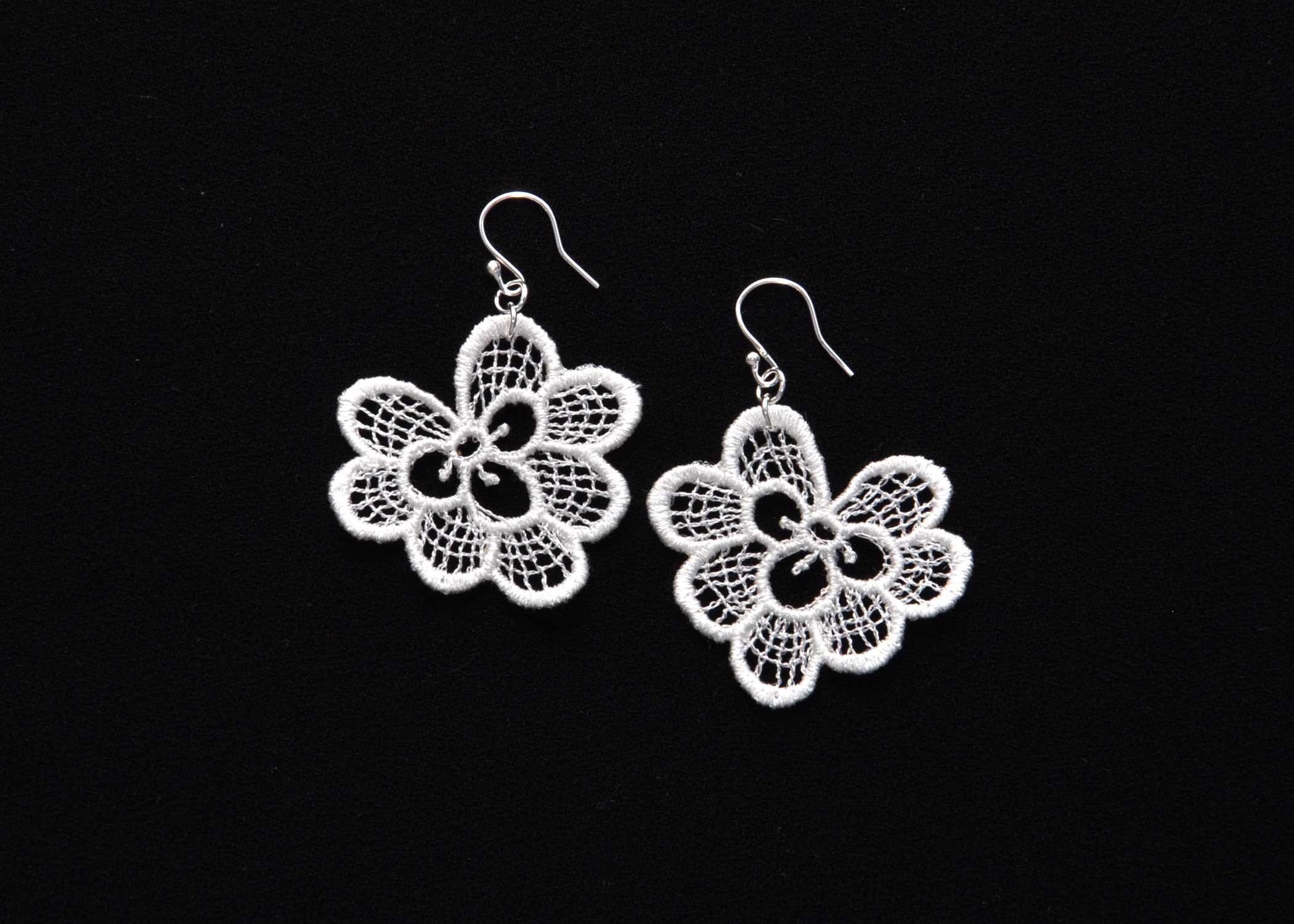 Lace-Earring-E3-Soft-White