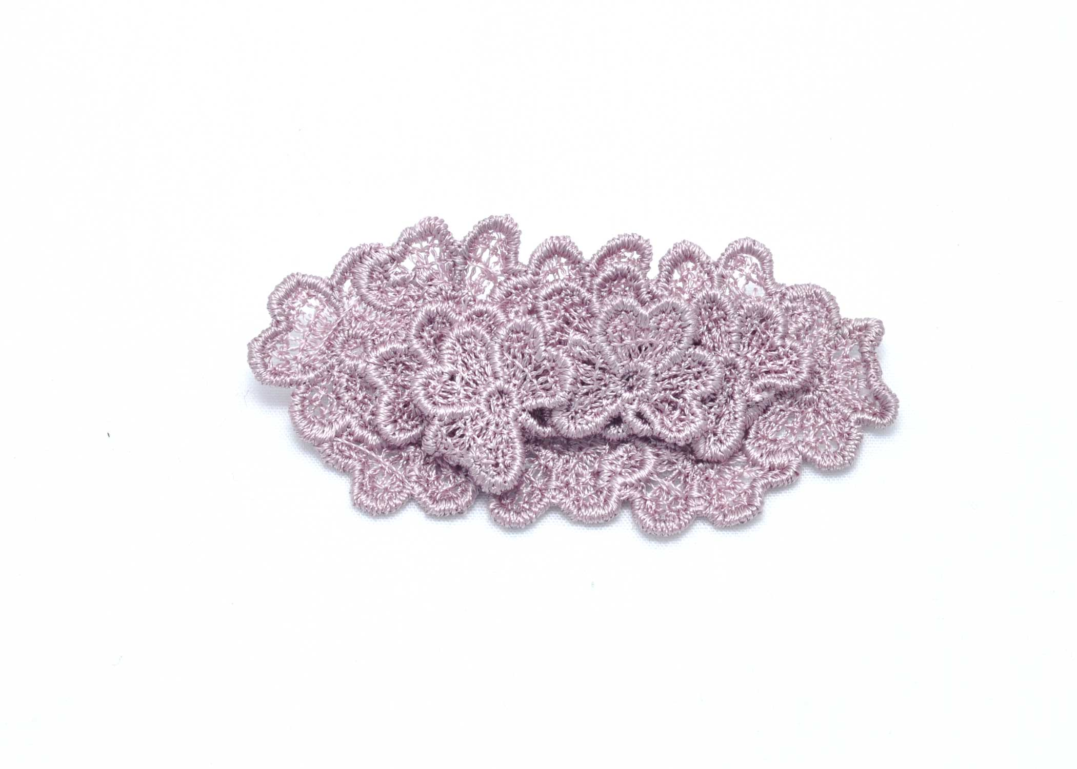 Oval 3D Trefoil lace brooch in grey lilac
