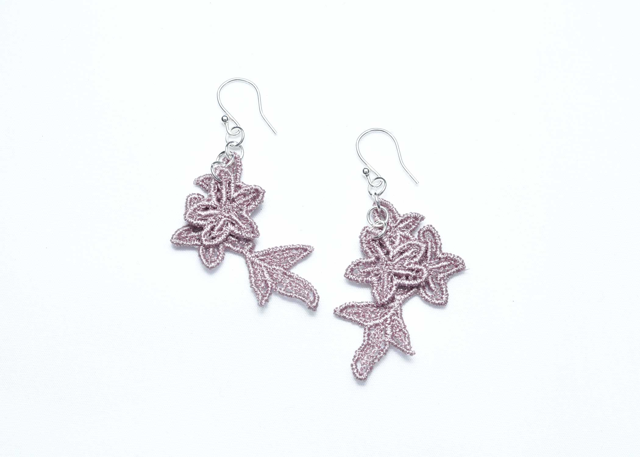 Lace-Earring-E8-Grey-Lilac
