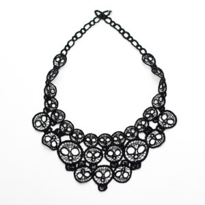 Round lace skull necklace in black