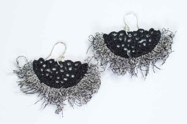 Fringe lace earrings black